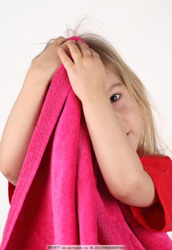 笑容 开心 笑脸 开心的小女孩 洗头 可爱的小女孩 国外小女孩 外国小