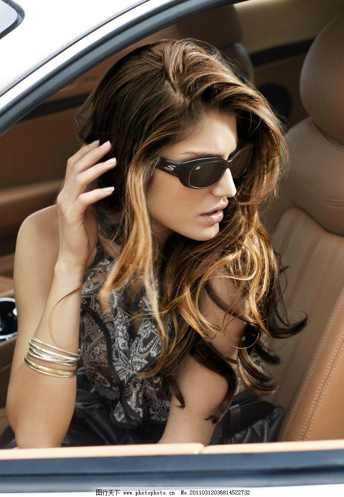 长发美女模特 汽车 墨镜 长发 美女 模特 女性女人 人物图库 摄影 300