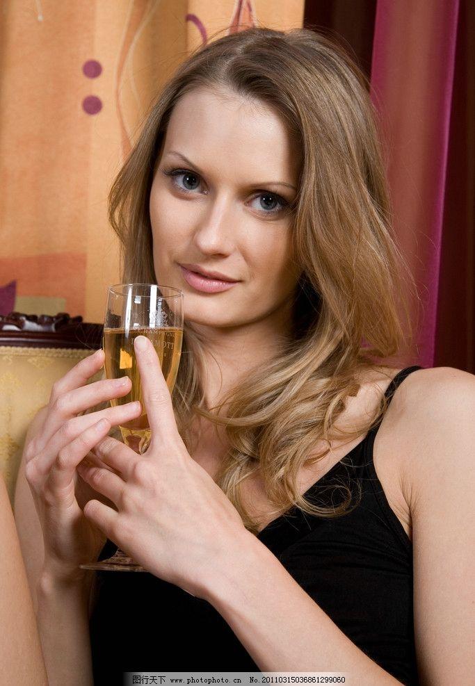美女 外国美女 喝酒美女 漂亮女孩 美丽 可爱 女孩 秀发 妩媚 微笑