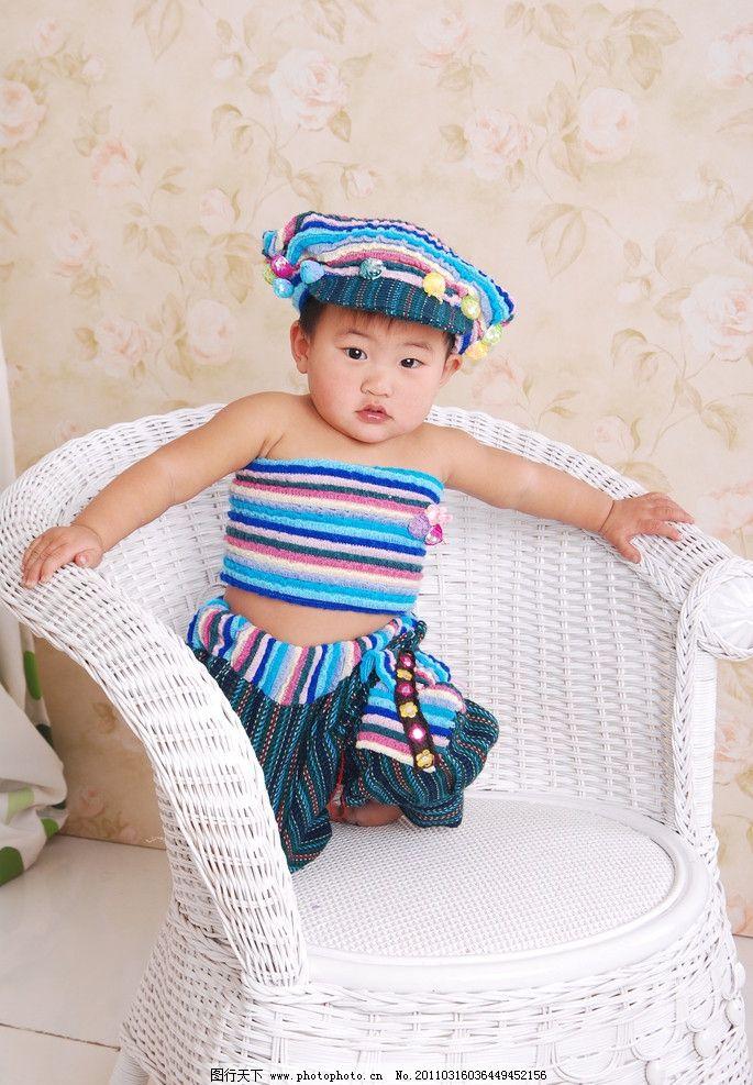 超可爱宝宝 可爱宝宝 戴帽子的宝宝 椅子 儿童幼儿 人物图库 摄影 300