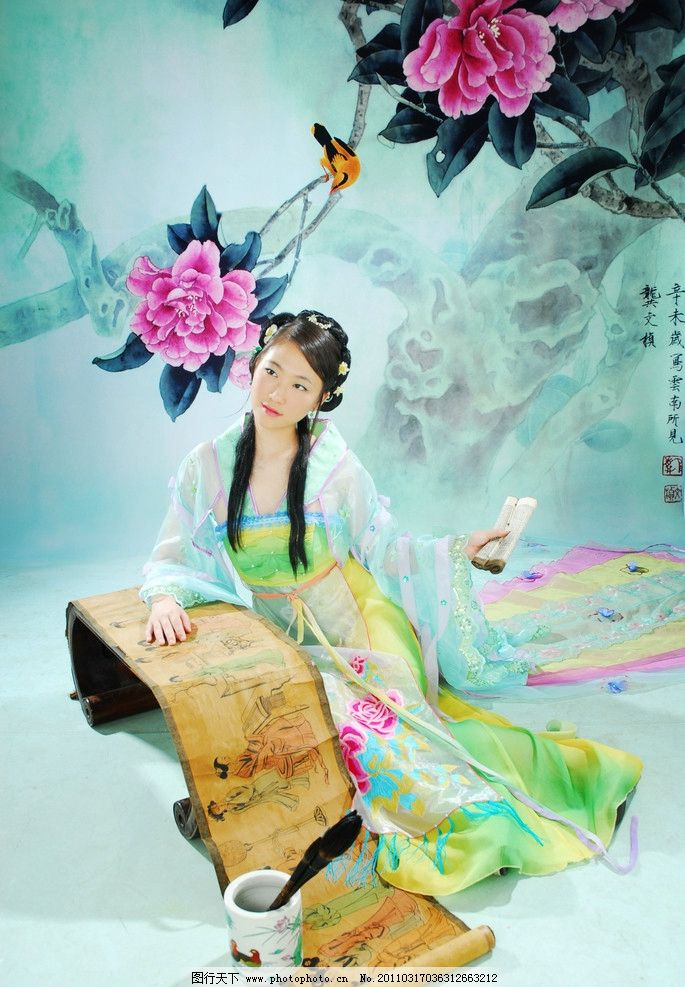 中国古装美女 中国 古装 美女 人物 牡丹 花鸟 读书 国画 人物摄影
