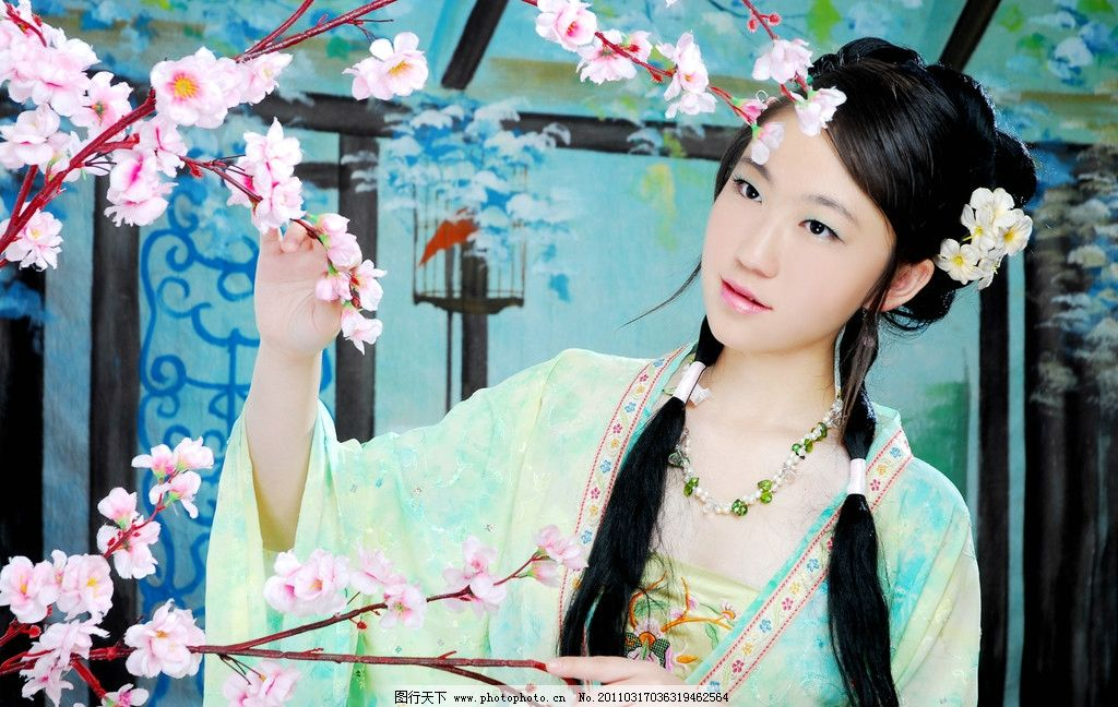 中国古装美女 唐装 人物 桃花 人物摄影