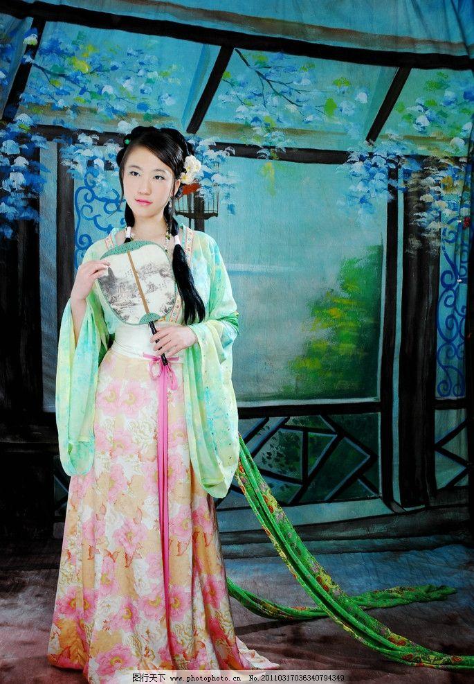 中国古装美女 中国 古装 唐装 美女 人物 油画 扇子 人物摄影 人物