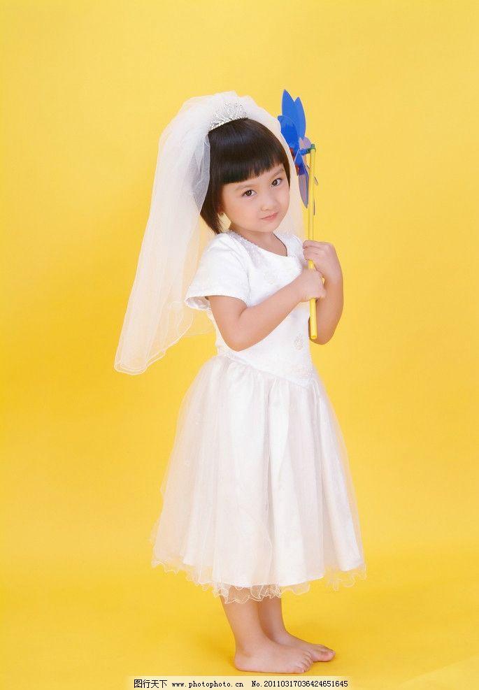 儿童幼儿 小女孩 天真 裙子 赤脚 可爱 美丽 人物图库 摄影 72dpi jpg