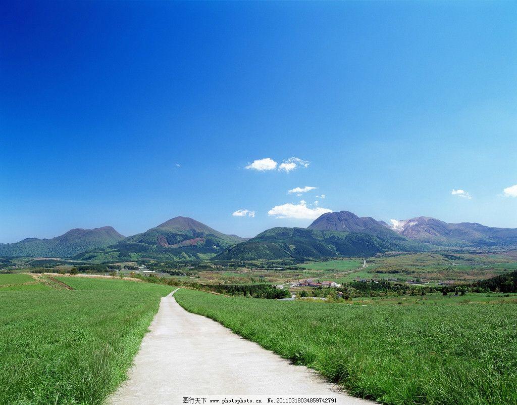 白云 公路 道路 马路 绿野 田野 村庄 山脉 风景 风光 原野 旷野 平原