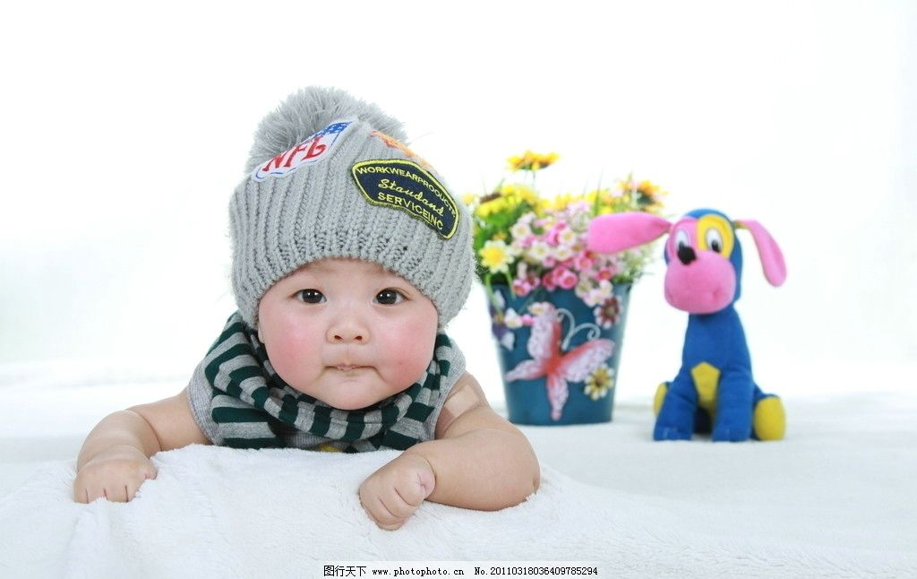 儿童摄影 百日照 宝宝 红帽子 韩式风格 家居环境 儿童幼儿 人物图库