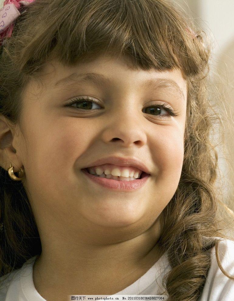 小女孩 可爱 调皮 微笑 笑容 开心 笑脸 国外小女孩 外国小女孩 女孩