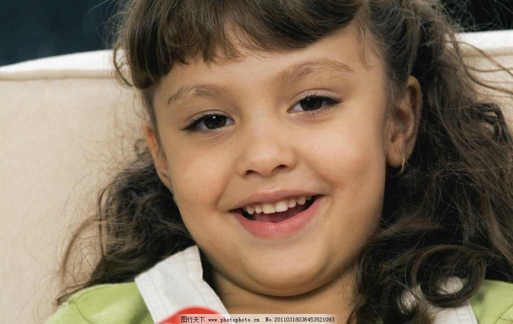 可爱 调皮 微笑 笑容 开心 笑脸 可爱的小女孩 国外小女孩 外国小女孩