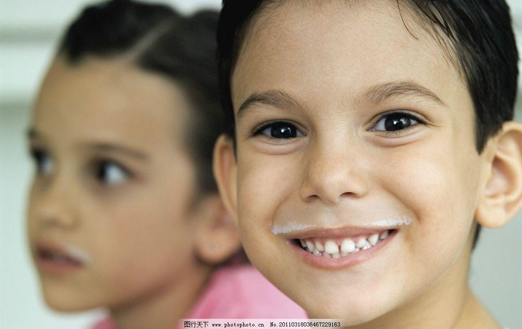 摄影图库 人物图库 人物摄影  小男孩 小女孩 兄妹 小男孩脸部特写