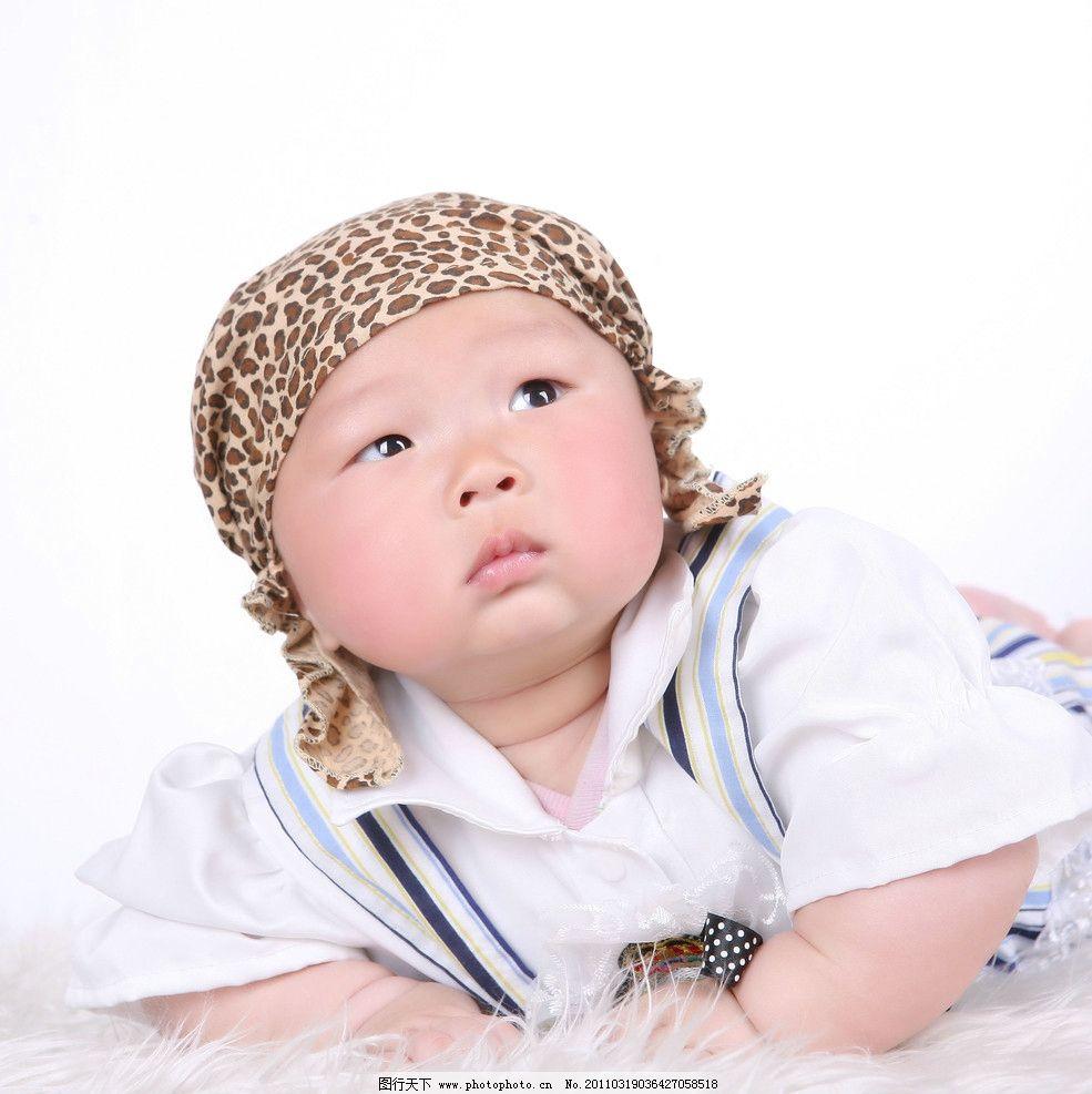 宝宝 小宝宝 百天 男孩 帽子 白背景 微笑 可爱 照片 调皮 眼神 小胖