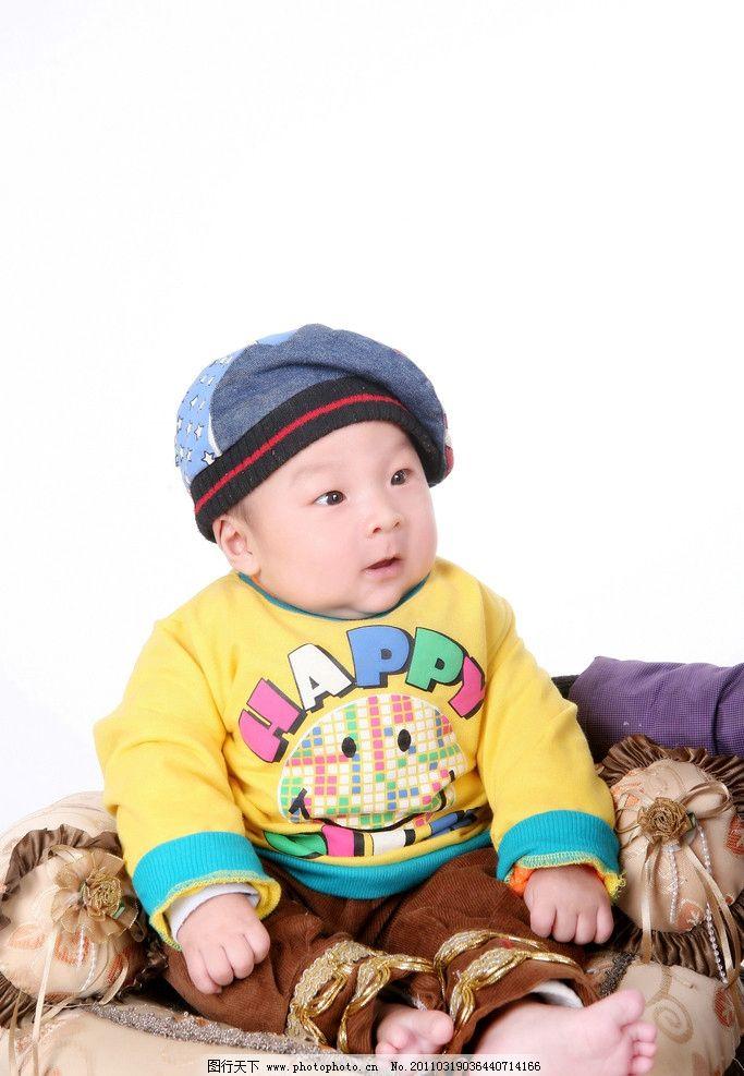 宝宝 小宝宝 百天 男孩 帽子 黄外套 白背景 微笑 可爱 照片 调皮 小