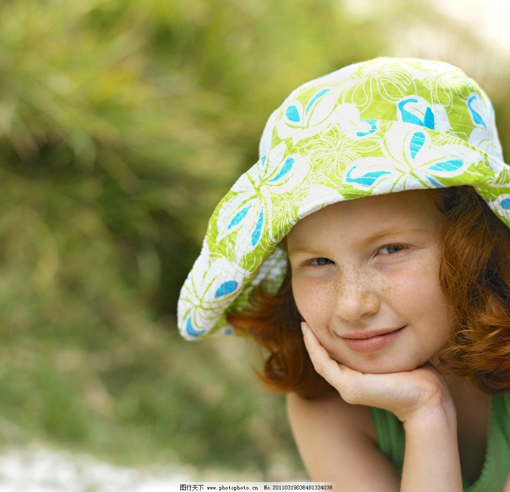 快乐微笑的小女孩 儿童 幼儿 孩子 可爱 小学生 快乐生活 美好生活