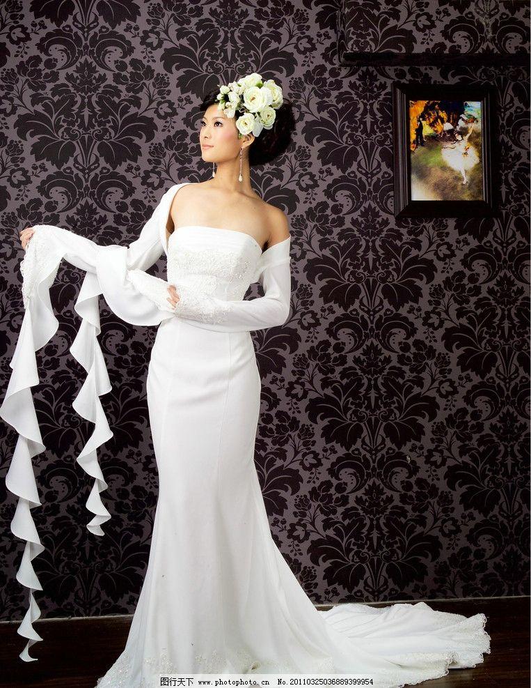 婚纱美女 婚纱 礼服 长裙 拖地 鱼尾 室内 白色 白裙 壁画 墙纸 女性